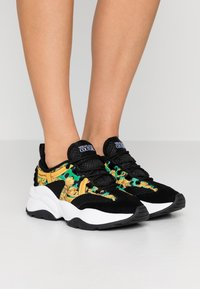 Versace Jeans Couture - Sneakers basse - rana - 0