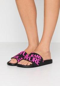 Versace Jeans Couture - Sandali da bagno - black - 0