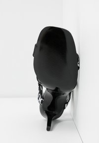 Versace Jeans Couture - LINEA FONDO EMILY - Sandały na obcasie - nero - 6
