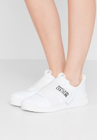 Versace Jeans Couture - LINEA FONDO PENNY - Sneakers laag - bianco ottico - 0