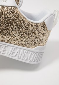 Versace Jeans Couture - LINEA FONDO PENNY - Matalavartiset tennarit - gold - 2