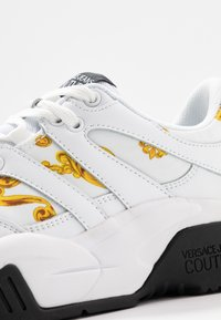 Versace Jeans Couture - LINEA FONDO FIRE ONE - Trainers - white - 2