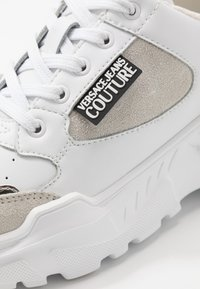 Versace Jeans Couture - Sneakers laag - bianco ottico - 2