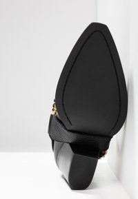 Versace Jeans Couture - Cowboy/biker ankle boot - nero - 6
