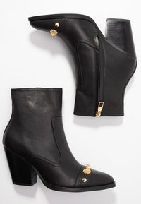 Versace Jeans Couture - LINEA FONDO CAMPEROS - Nilkkurit - black - 3
