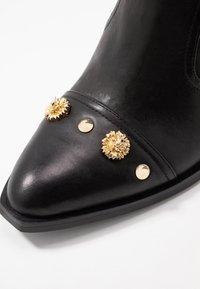 Versace Jeans Couture - LINEA FONDO CAMPEROS - Nilkkurit - black - 2