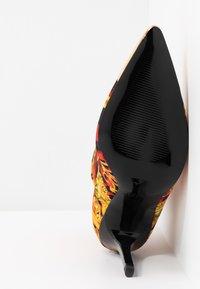 Versace Jeans Couture - Enkellaarsjes met hoge hak - rosso - 6