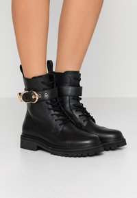 Versace Jeans Couture - Veterboots - nero - 0