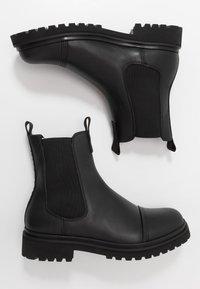 Versace Jeans Couture - Kotníkové boty - black - 1
