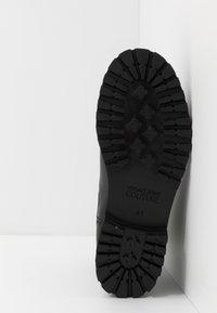 Versace Jeans Couture - Kotníkové boty - black - 4
