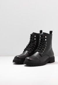 Versace Jeans Couture - Šněrovací kotníkové boty - black - 2