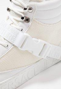 Versace Jeans Couture - FONDO CASSETTA - Baskets montantes - white - 5