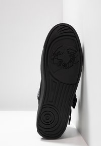 Versace Jeans Couture - FONDO CASSETTA - High-top trainers - black - 4