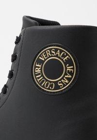 Versace Jeans Couture - CASSETTA LOGATA  - Korkeavartiset tennarit - black - 5