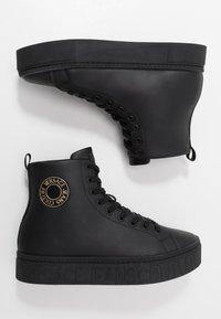 Versace Jeans Couture - CASSETTA LOGATA  - High-top trainers - black - 1