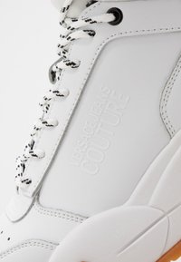 Versace Jeans Couture - High-top trainers - white - 5