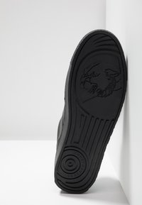 Versace Jeans Couture - FONDO CASSETTA - Sneakers laag - black - 4