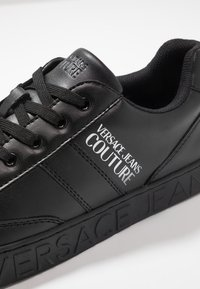 Versace Jeans Couture - FONDO CASSETTA - Sneakers laag - black - 5