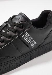 Versace Jeans Couture - FONDO CASSETTA - Tenisky - black - 5