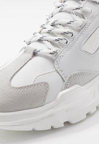 Versace Jeans Couture - LINEA FONDO SPEED - Zapatillas - white - 5