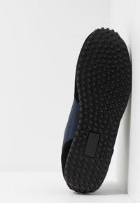 Versace Jeans Couture - LINEA FONDO SPYDER - Trainers - dark blue - 4