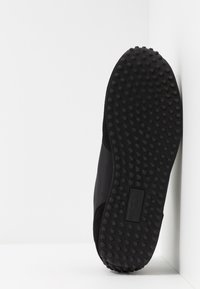 Versace Jeans Couture - LINEA FONDO SPYDER - Sneakersy niskie - black - 5