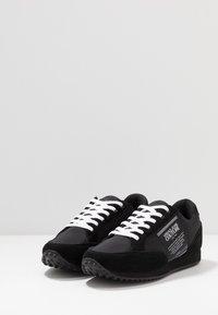 Versace Jeans Couture - LINEA FONDO SPYDER - Sneakersy niskie - black - 3