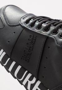 Versace Jeans Couture - LINEA FONDO WAVE  - Matalavartiset tennarit - black - 5