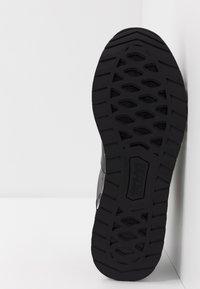 Versace Jeans Couture - LINEA FONDO WAVE  - Matalavartiset tennarit - black - 4