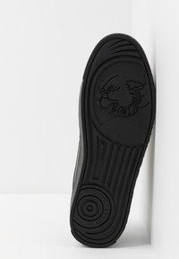 Versace Jeans Couture - FONDO CASSETTA - Sneakers laag - nero - 4