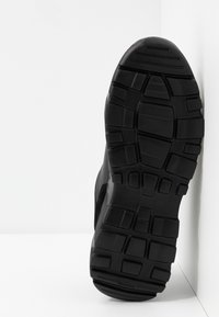 Versace Jeans Couture - Sneakers laag - black - 4