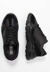 Versace Jeans Couture - Sneakers laag - black - 1