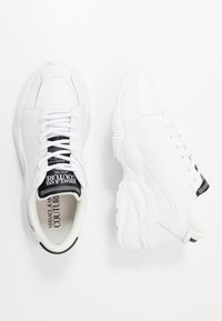 Versace Jeans Couture - Baskets basses - white - 1