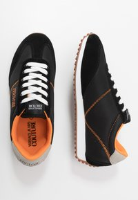 Versace Jeans Couture - Sneakersy niskie - black/orange - 1