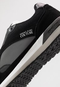 Versace Jeans Couture - Baskets basses - black - 5