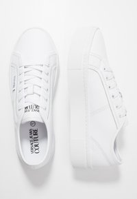 Versace Jeans Couture - CASSETTA LOGATA  - Sneaker low - white - 1