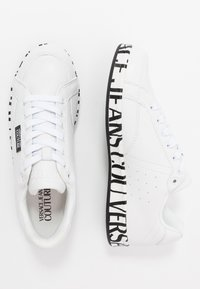 Versace Jeans Couture - LINEA FONDO ROCK  - Trainers - bianco ottico - 1