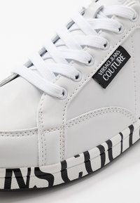 Versace Jeans Couture - LINEA FONDO ROCK  - Trainers - bianco ottico - 5