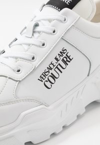 Versace Jeans Couture - Sneakers laag - bianco ottico - 5
