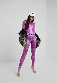 Versace Jeans Couture - Leggings - fuchsia - 1