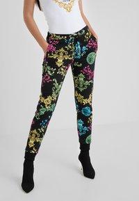 Versace Jeans Couture - Joggebukse - black - 0