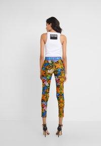 Versace Jeans Couture - LADY FUSEAUX - Leggings - mult scuri - 2