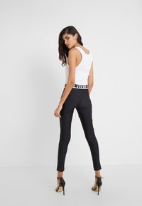 Versace Jeans Couture - LADY FUSEAUX - Leggings - nero - 2