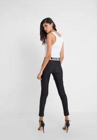 Versace Jeans Couture - LADY FUSEAUX - Legging - nero - 2
