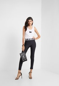 Versace Jeans Couture - LADY FUSEAUX - Leggings - Trousers - nero - 1