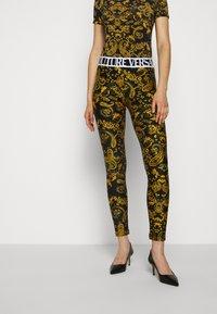 Versace Jeans Couture - Leggingsit - black - 0