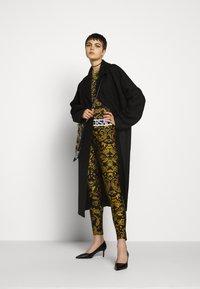 Versace Jeans Couture - Leggingsit - black - 1