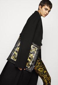 Versace Jeans Couture - Leggingsit - black - 3
