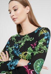 Versace Jeans Couture - Pouzdrové šaty - black - 4