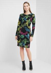 Versace Jeans Couture - Pouzdrové šaty - black - 1